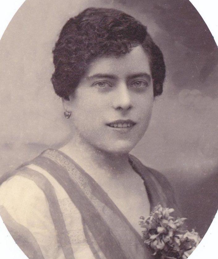 Elvira Bao