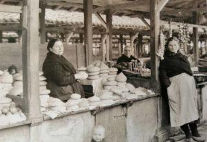 Vendedora de queixos no mercado. A Coruña